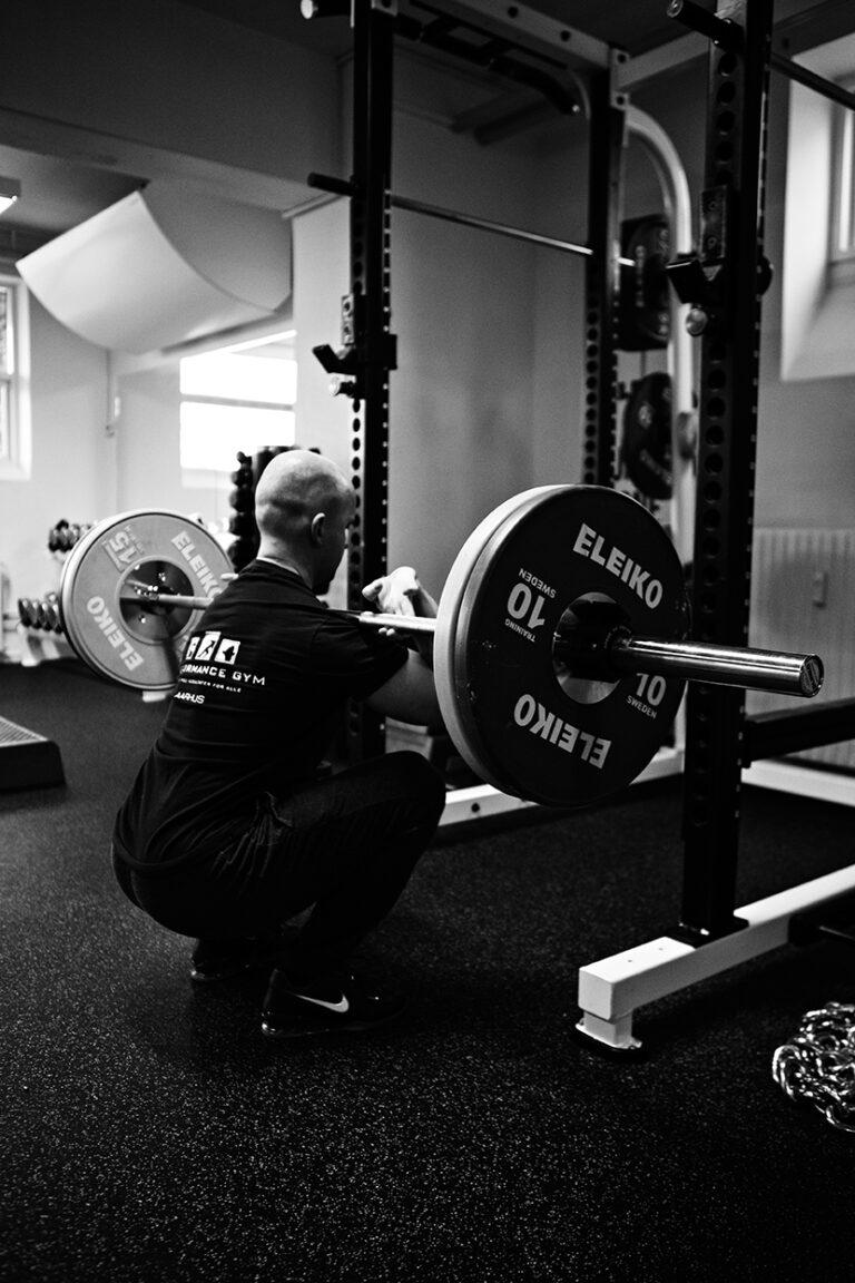 Read more about the article Beskyt dine knæ: Squat helt i bund